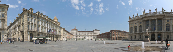 Piazza Castello  - Au fond, le Palais Royal; à droite le Palais Madame (Palazzo Madama)