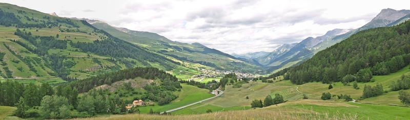 Vue vers Vulpera, Scuol et Sent, depuis le point de vue à Sparsels (Tarasp) - Engadine - Suisse