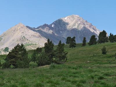 Depuis Les Tronchets, la montagne proche au Nord-Ouest