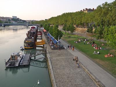 Depuis le pont Wilson: le Rhône, le quai Augagneur et ses guinguettes, le pont Lafayette