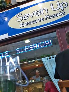 """Diner à la terrasse du """"Seven Up"""", via Andrea Doria"""
