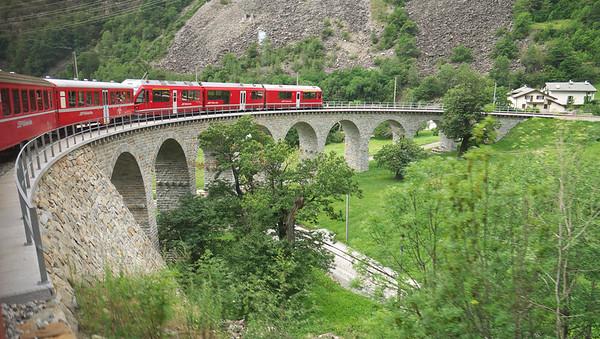 Rhätische Bahn - En train de Scuol à Tirano