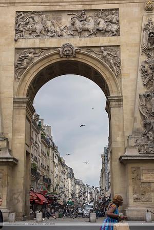 F20150620a114251_5815-Porte St-Denis-femme courant-mod