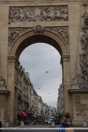 F20150620a114251_5815-Porte St-Denis-femme courant