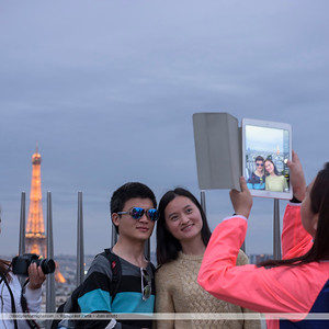 F20150620a210551_6080-photo avec iPad-asiatiques-square