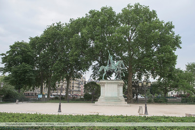 F20150613a071538_3788-statue de Charlemagne-settings