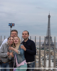 F20150620a202804_6070-family selfie