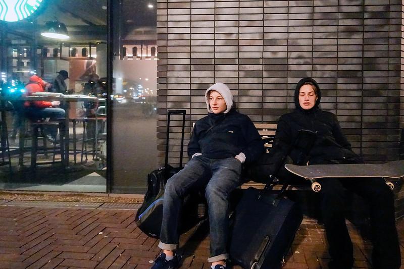 Nederland,Amsterdam, 3 januari 2018, Arnaud en Alexandra uit Brussel doen een dagje Amsterdam. Ze hebben geskate in hetskatepark in Noord.foto: Katrien Mulder