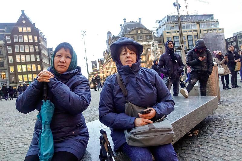 Nederland; Amsterdam; vrouwen uit Kazachstan op de Dam, 3 januari 2018; foto: Katrien Mulder