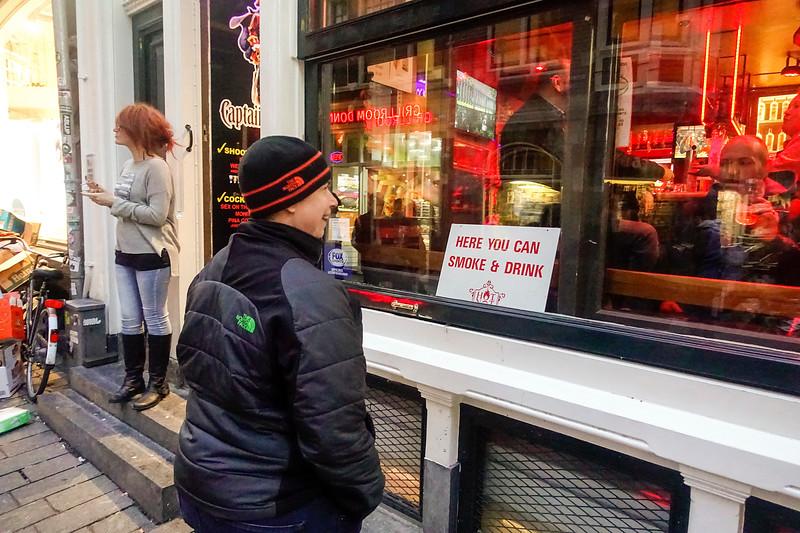 Nederland; Amsterdam; cafe in de Warmoesstraat waar je kan roken, 3 januari 2018; foto: Katrien Mulder