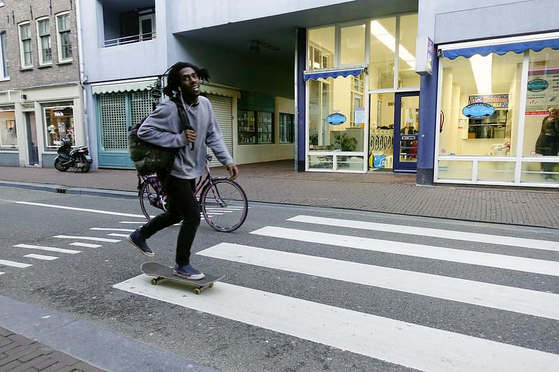 Nederland, Amsterdam, skatende man in de Haarlemmer straat, 30 januari 2018, foto: Katreien Mulder