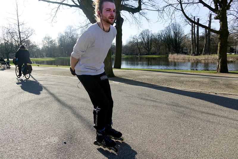 Nederland, Amsterdam; 29-03-2018, skater in het Vondelpark, foto: Katrien Mulder/Hollandse Hoogte