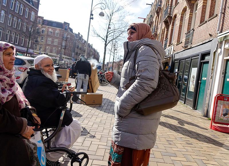 Nederland, Amsterdam; 29-03-2018, ontmoeting in de Javastraat, foto: Katrien Mulder/Hollandse Hoogte