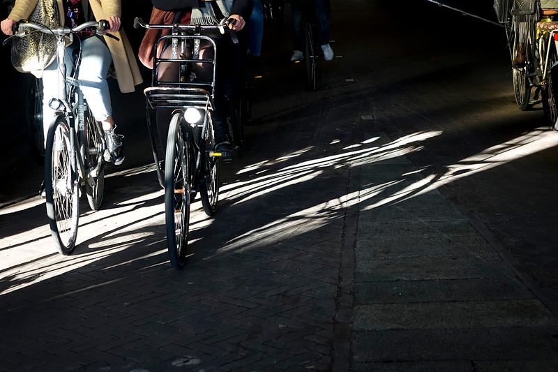 Nederland, Amsterdam; 29-03-2018, fiets en schaduw van fiets op het fietspad onder het Rijksmuseum, foto: Katrien Mulder/Hollandse Hoogte