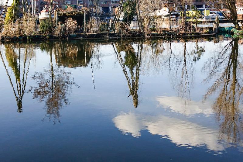 Nederland, Amsterdam; 29-03-2018, de drijvende tuinen van Robert Jasper Grootveld in de Entrepothaven langs de Zeeburgerkade, foto: Katrien Mulder/Hollandse Hoogte