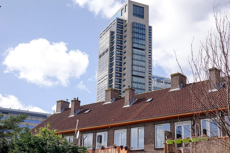 Nederland, Amsterrdam, 05-04-2018, Lage oudbouw en nieuwe hoogbouw in de omgeving van het Amstelstation.  foto: Katrien Mulder/Hollandse Hoogte