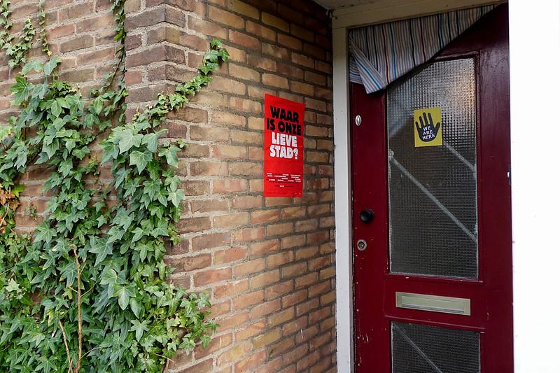 Nederland, Amsterdam, 04-06-2018,  entree van een van de woningen die  in het paasweekend gekraakt zijn door  'we are here' in de Watergraafsmeer, foto: Katrien Mulder/Hollandse Hoogte