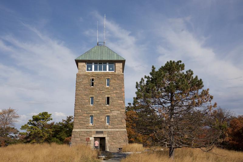 Perkins Memorial Tower, Bear Mountain summit