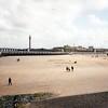 Oostende - pláž pod kolonádou a vjezd do přístavu