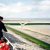 Oostende, pláž. Ač srpen, temperatura byla kolem 15 st.