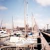 Oostende, přístaviště jachet. V pozadí nádržní budova