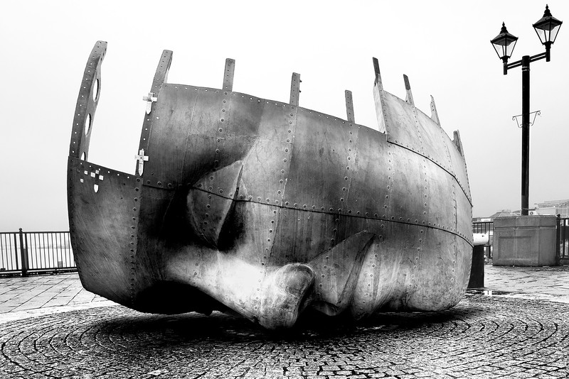 THE FACE_CARDIFF BAY_BLACK AND WHITE_SCOTT WARNE_001102017