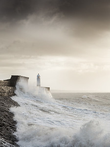 PORTHCAWL LIGHTHOUSE_PORTHCAWL 1_SCOTT WARNE_001102017