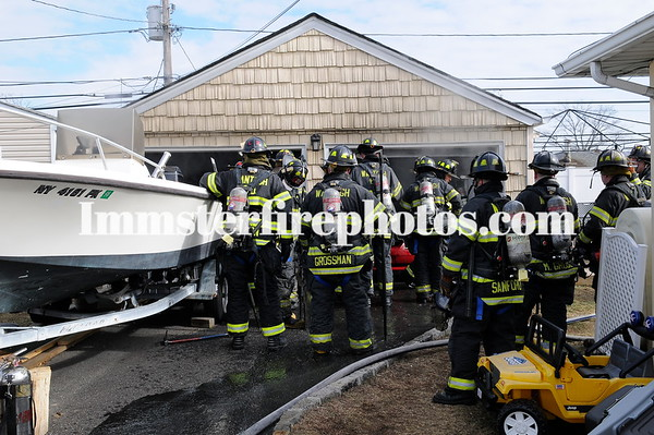 WANTAGH FD CAR FIRE IN GARAGE