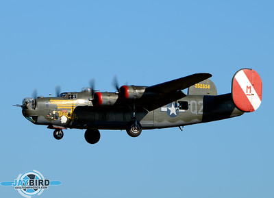 THE COLLINGS FOUNDATION B-24J WITCHCRAFT ON SHORT FINAL TO RUNWAY 24 AT BURLINGTON-ALAMANCE REGIONAL AIRPORT