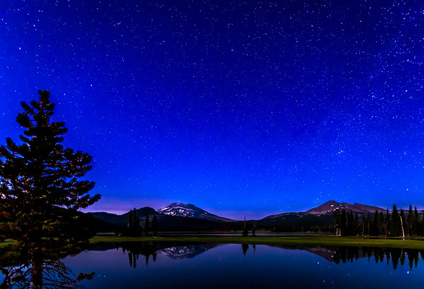SPARKLING SKIES OVER SPARKS LAKE: BEND OREGON