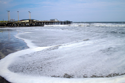 Large spilling waves are common on the US East Coast and the Gulf Coast.