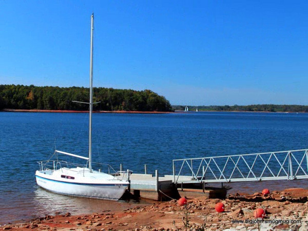 This simple slideshow is of a day on Beautiful Lake Hartwell watching the sunset and the moon rise with good friends!