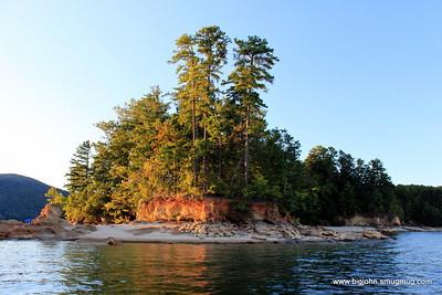 Neat shoreline.