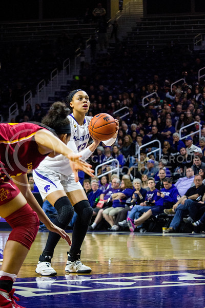 Freshman forward Eternati Willock prepares to shoot the ball into the basket during the K-State game against Iowa State in Bramlage Coliseum on Feb. 11 2017 where the Wildcats beat the Cardinals 80-68. (Alanud Alanazi | The Collegian)