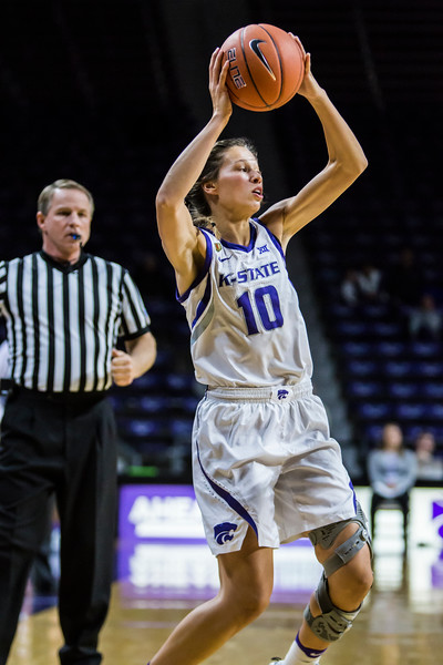 Senior guard Kayla Goth scans the court for an open play during K-State's women's basketball game against Lamar in Bramlage Coliseum on Dec. 5, 2018. The Wildcats beat the Cardinals 73-55. (Logan Wassall | Collegian Media Group)