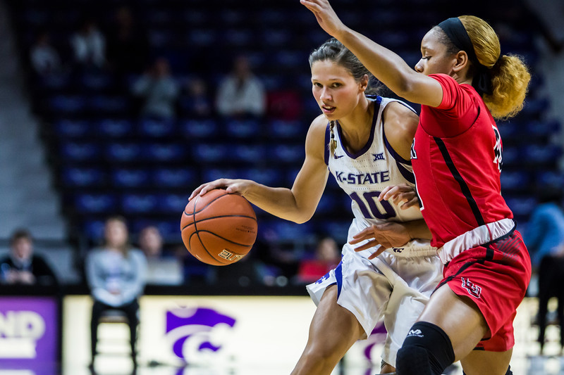 Senior guard Kayla Goth charges the basket during K-State's women's basketball game against Lamar in Bramlage Coliseum on Dec. 5, 2018. The Wildcats beat the Cardinals 73-55. (Logan Wassall | Collegian Media Group)