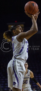 Junior guard, Karyla Middlebrook shoots the ball during the K-State game against Oklahoma in Bramlage Coliseum on Feb. 21 2017. (Sabrina Cline | The Collegian)