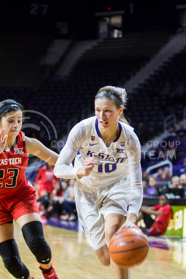 Junior guard Kayla Goth charges the basket against Texas Tech in Bramlage Coliseum on Feb. 7, 2018. The Wildcats defeated Red Raiders with a final score of 83-69. (Logan Wassall | Collegian Media Group)