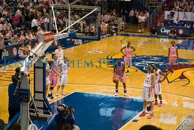 February 22, 2009  KU v ISU WBB Pink 003