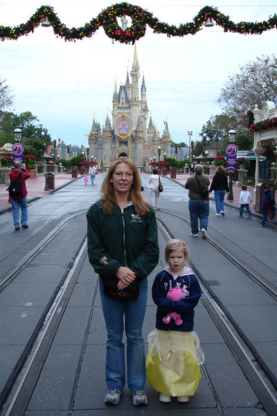 MK - Mommy and Madison on Main Street 12-11-05