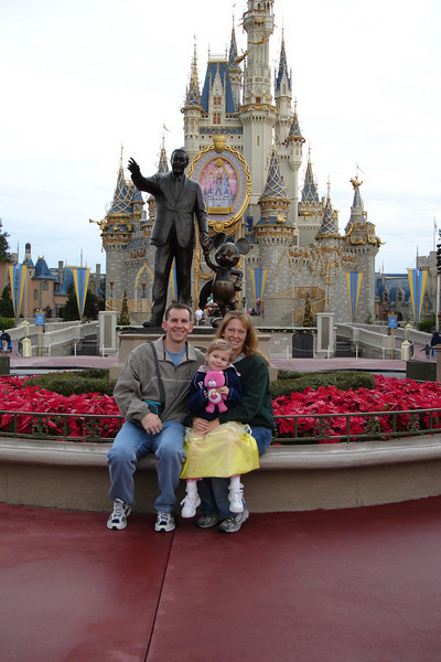 MK - Vail Family in front of Walt and Mickey statue 12-11-05