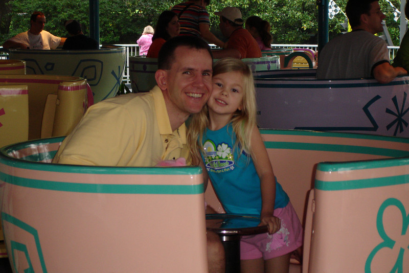 MK - Daddy and Madison on Tea Cups 3 12-9-05