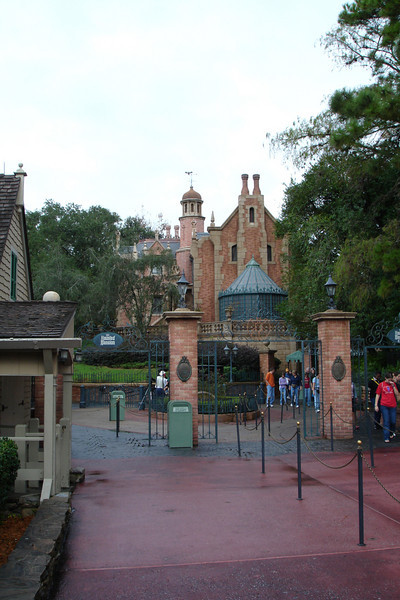 MK - Haunted Mansion 12-9-05