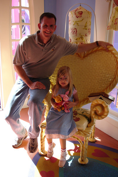MK - Daddy and Madison in Minnie's house 12-14-05