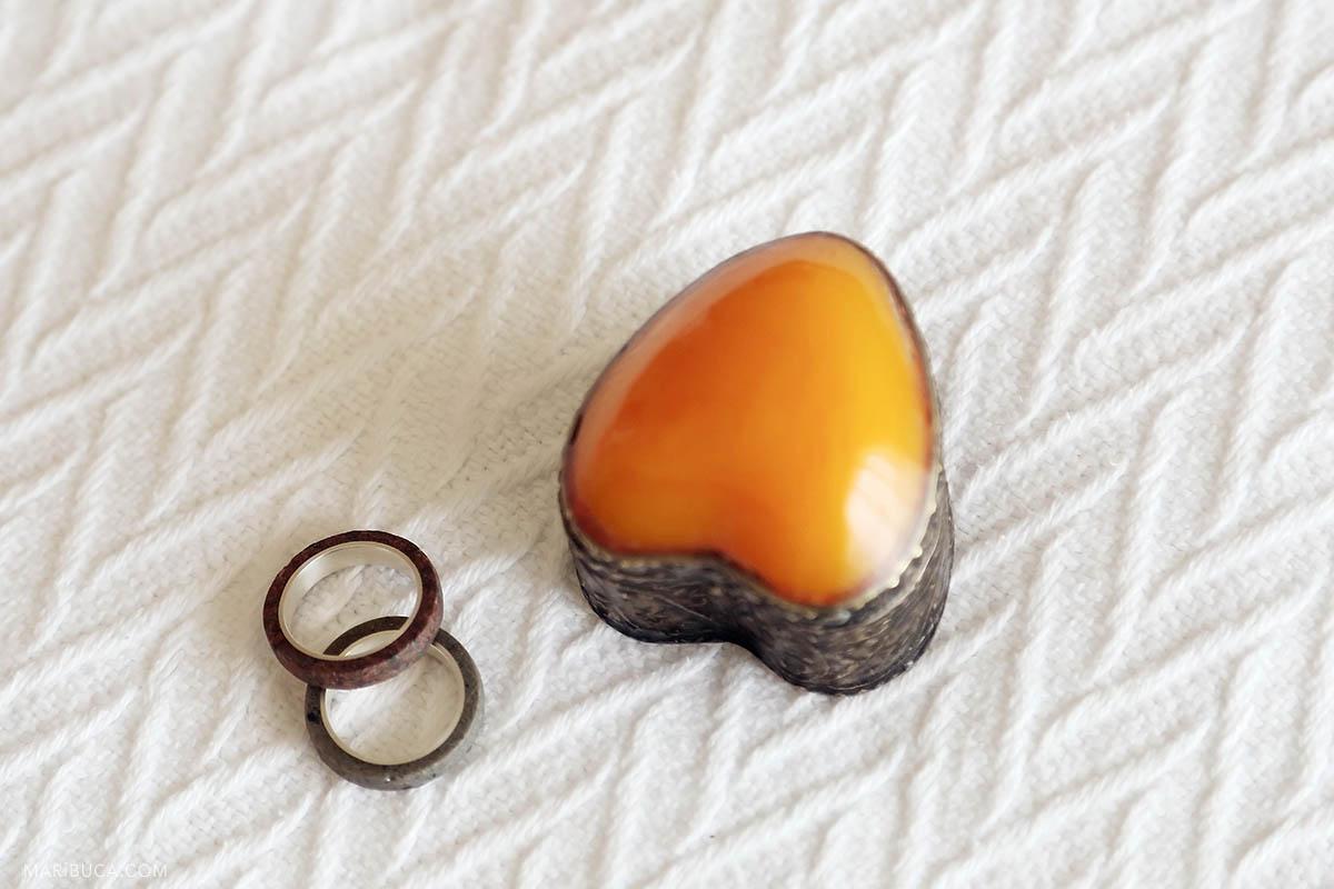 Wedding rings with orange heart custom box