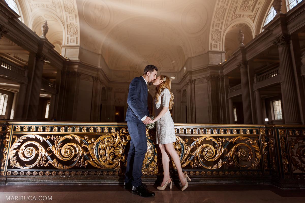 263-wedding-kiss-in-san-francisco-city-hall