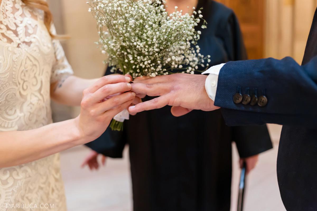 231-wedding-rings-echange-of-rings-in-sf-city-hall