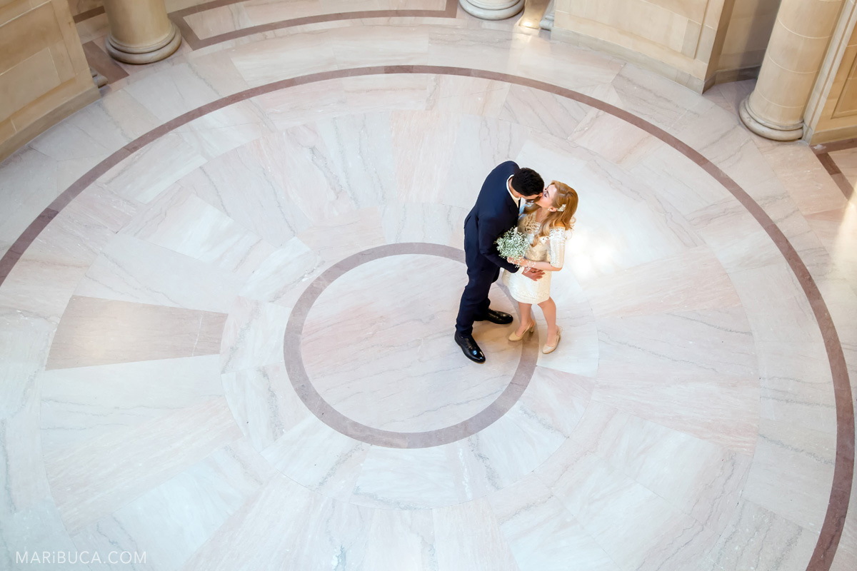 180-couple-dancing-in-the-wedding-sf-city-hall