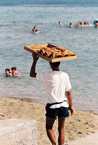 A young man sells treats on a beach in Istanbul. Photo by Brandon Vick. https://www.brandonvickphotography.com/