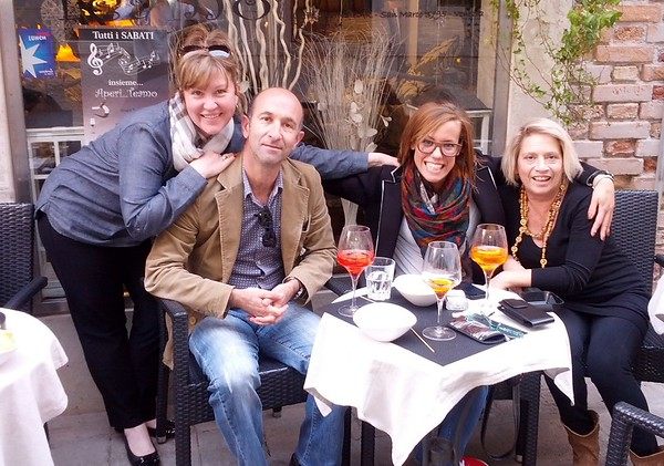 Out for drinks with friends in Venice at Teamo Wine Bar then off with other friends to the Lido for dinner